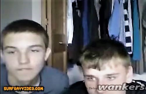 Modest lads on cam